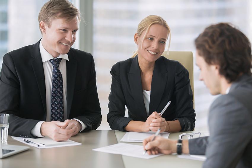 futur-salarie-employe-associe-partenaire-est-il-qualifie-digne-de-confiance-solide-financierement